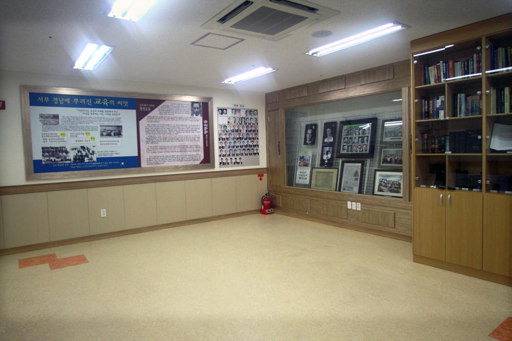 비전관개관예배(역사실)20110625a117.jpg