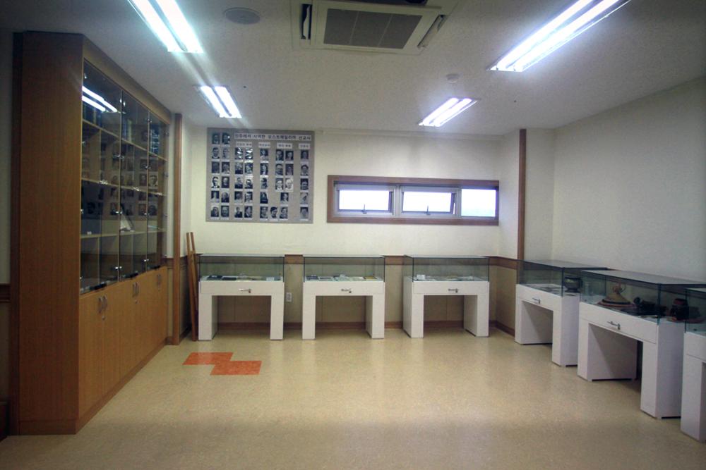 비전관개관예배(역사실)20110625a113.jpg