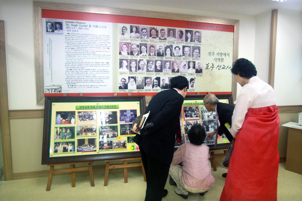 비전관개관예배(역사실)20110625a118.jpg