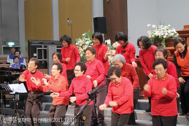 은빛대학헌신예배20111211a6.jpg
