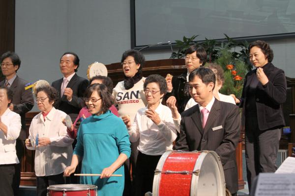 진주은빛대학헌신예배20101205a18.jpg